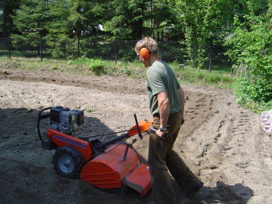 Rasen-Vorbereitung der Flächen