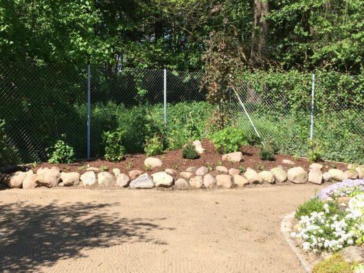 Gartengestaltung-Pflanzflächen und Rasen